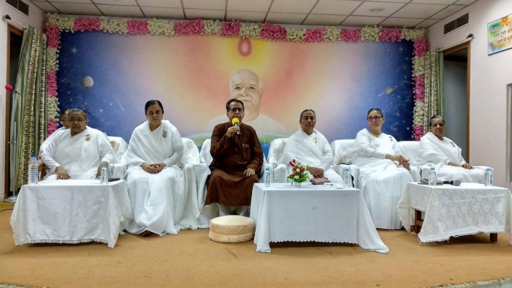 गुजरात जोन की निर्देशिका आदरणीय सरला दीदी जी के निमित्त विशेष योग,एवं श्रद्धांजलि कार्यक्रम आयोजित किया गया।